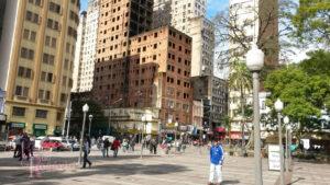 A edificação remanescente na entrada da avenida Otávio Rocha em 2016. Fotografia da pequisadora.