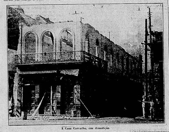 """Foto da demolição da Casa Carvalho. """"A Federação"""", 27/04/1927, p. 3."""