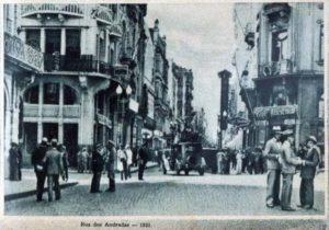 O Largo dos Medeiros e a Confeitaria Colombo (à esquerda).