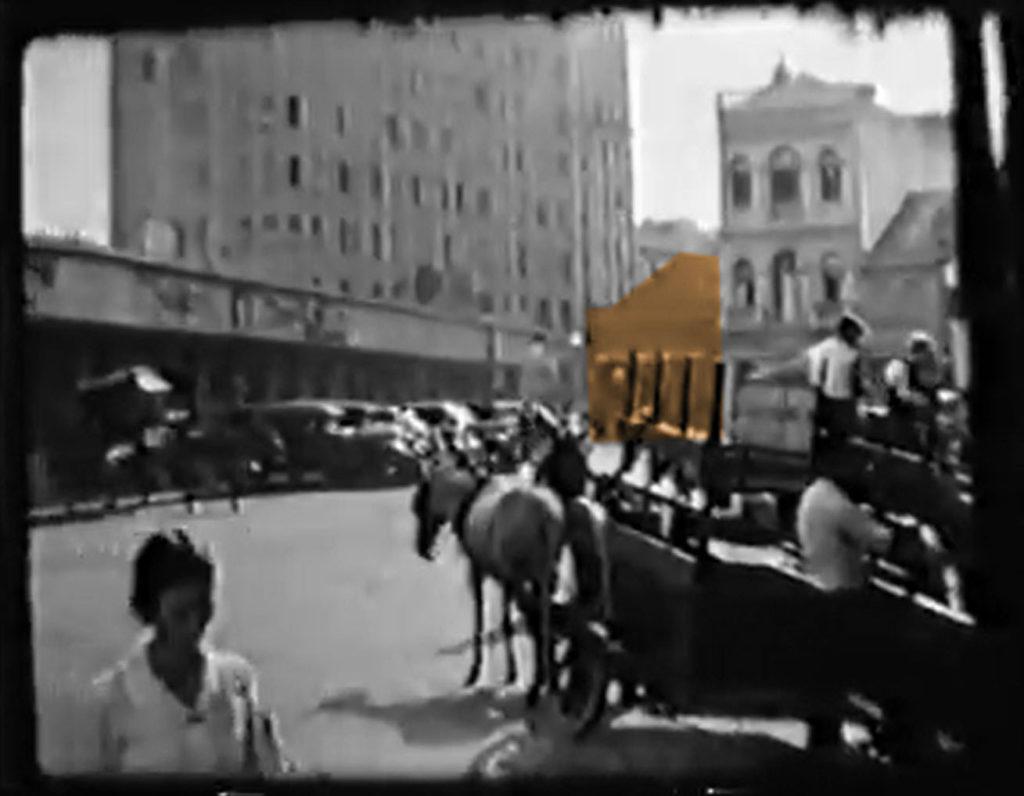 A Casa Carvalho em filmagem de Porto Alegre da década de 1930. Autor desconhecido.