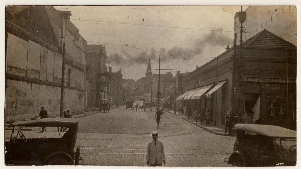 Beco do Rosário em demolição. foto 128f - Autor Desconhecido -Avenida Otávio Rocha - déc 1920. Fototeca Sioma Breitman.