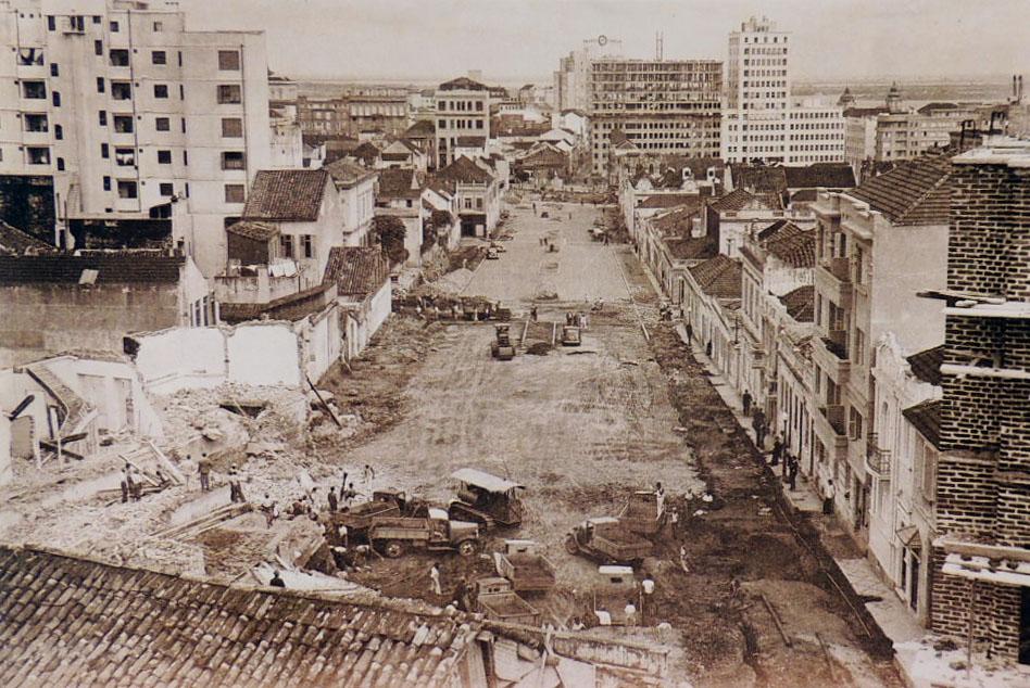 A abertura da Travessa 2 de Fevereiro, provavelmente década de 1930-40. Acervo Adriana Bednarz.