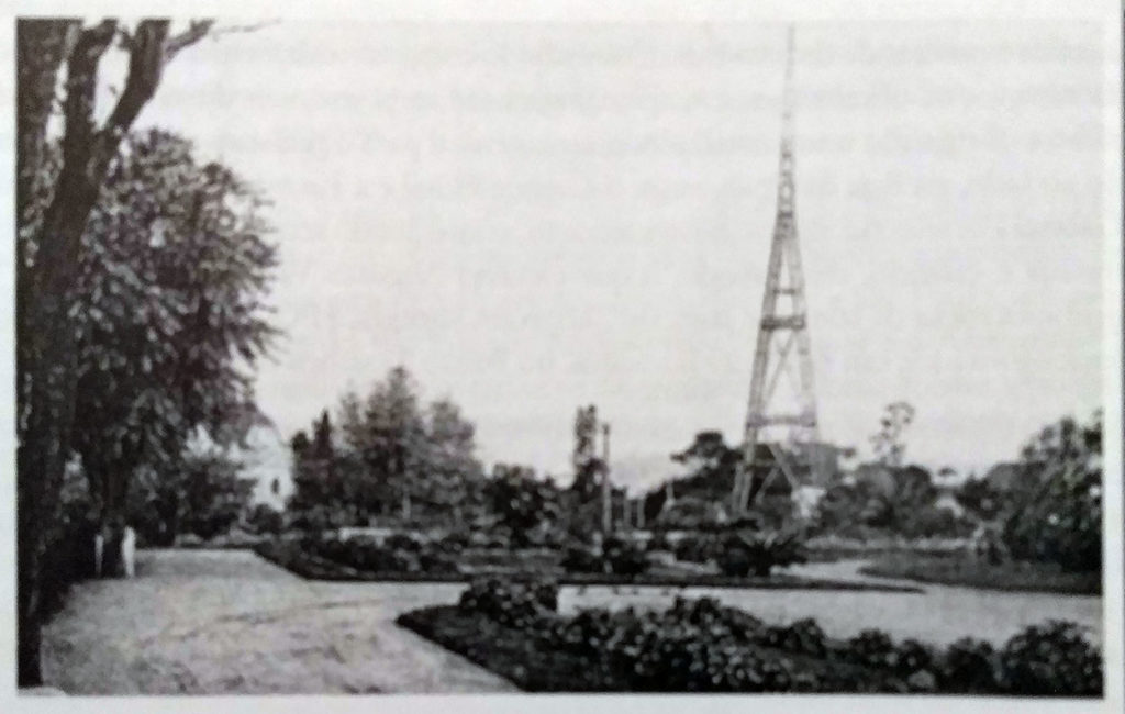 A antena da Rádio Sociedade Gaúcha na Praça José Montary na década de 1930.
